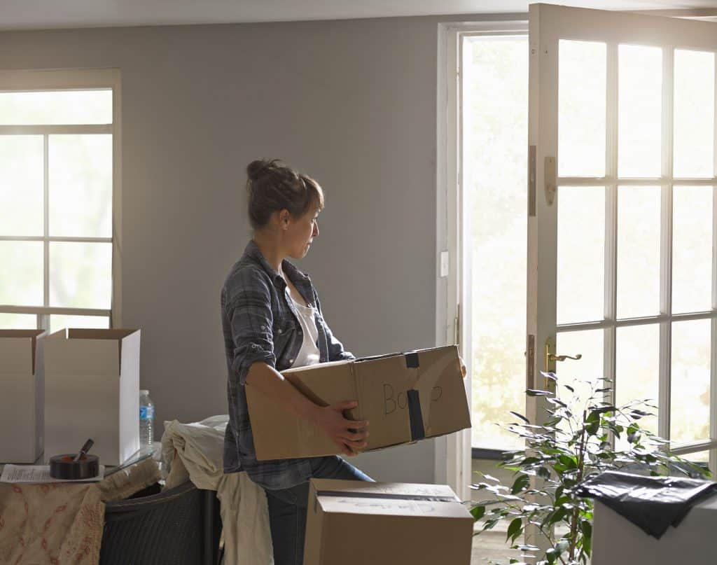Who offers commercial moving services in gainesville?